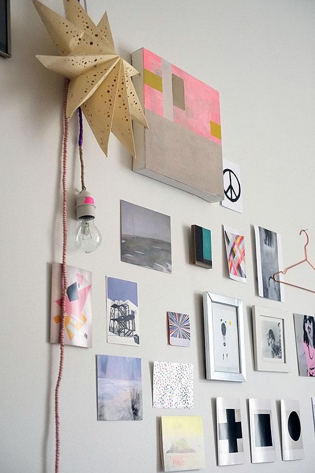 kortteja-seinalla