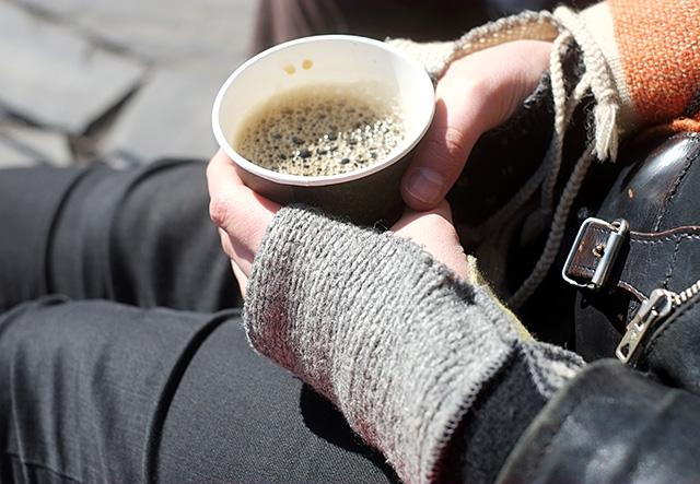 kahvia-auringossa