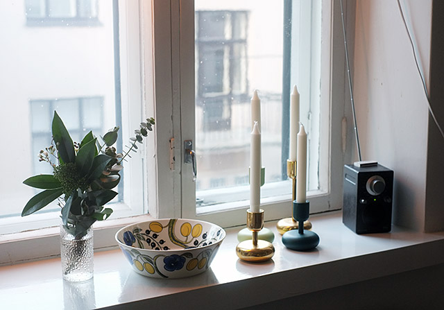 kynttilat-ikkunalla