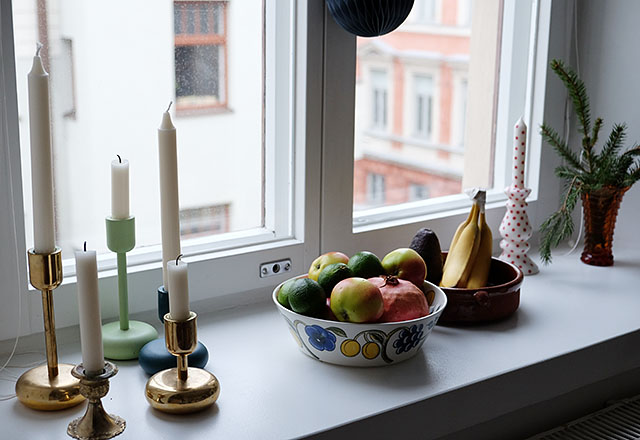 ikkunalaudalla-kynttilat