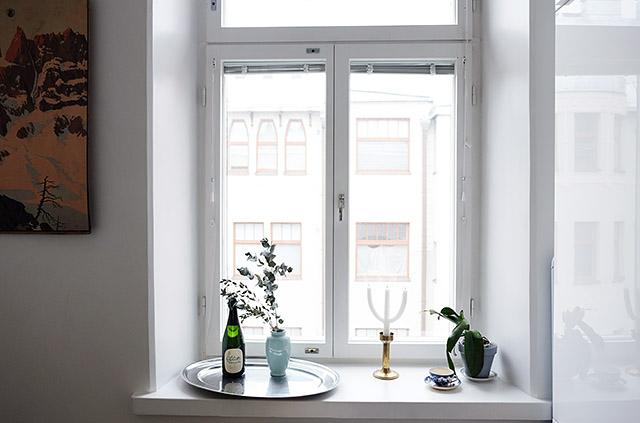 ikkunalaudalla